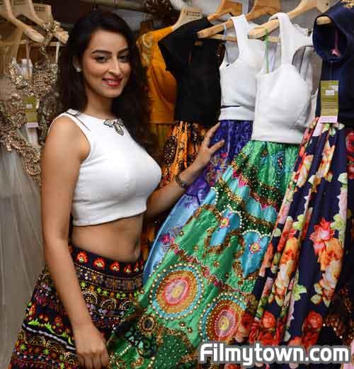 Chandni Sharma to walk ramp for Archana Kochhar