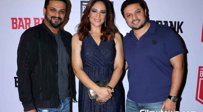 Hiten Tejwani, Rakshanda Khan at Bar Bank opening
