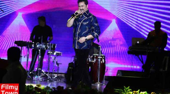 Kumar Sanu's mesmerizing live performance in Mumbai