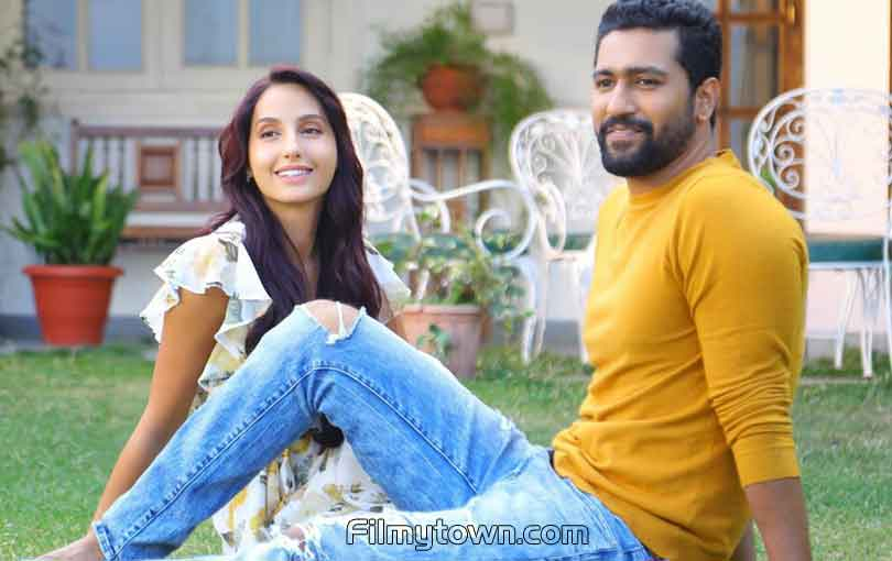 Nora Fatehi, Vicky Kaushal in Pachtaoge
