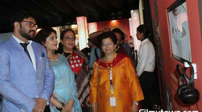 Union Minister Babul Supriyo visits the IFFI at 50 exhibition