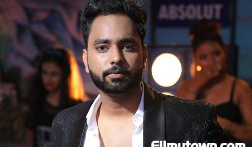 Singer Saksham Jain aka Essjay