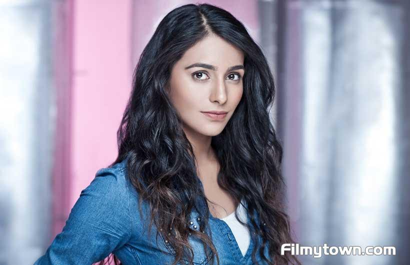 Indo-Canadian-actress-Shreya-Patel