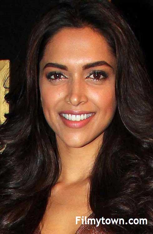 Deepika Padukone sizzles on red carpet