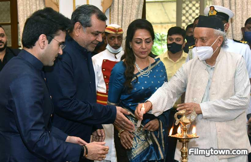 Paresh Rawal, Hema Malini & Guv of Mah